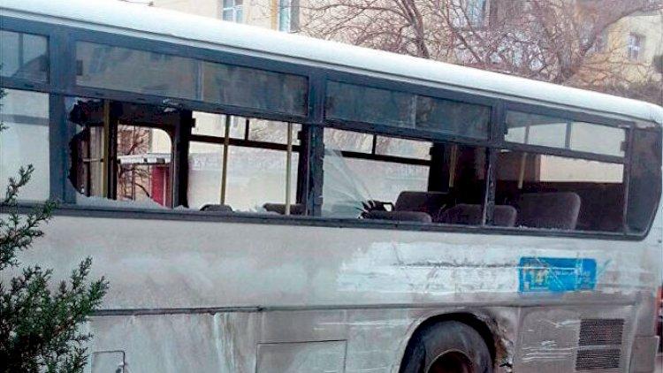 Bakıda şagirdləri daşıyan avtobus qəzaya düşdü - Yaralılar var
