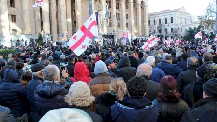 Gürcüstan: Siyasi qarşıdurma ölkəni hara aparır?